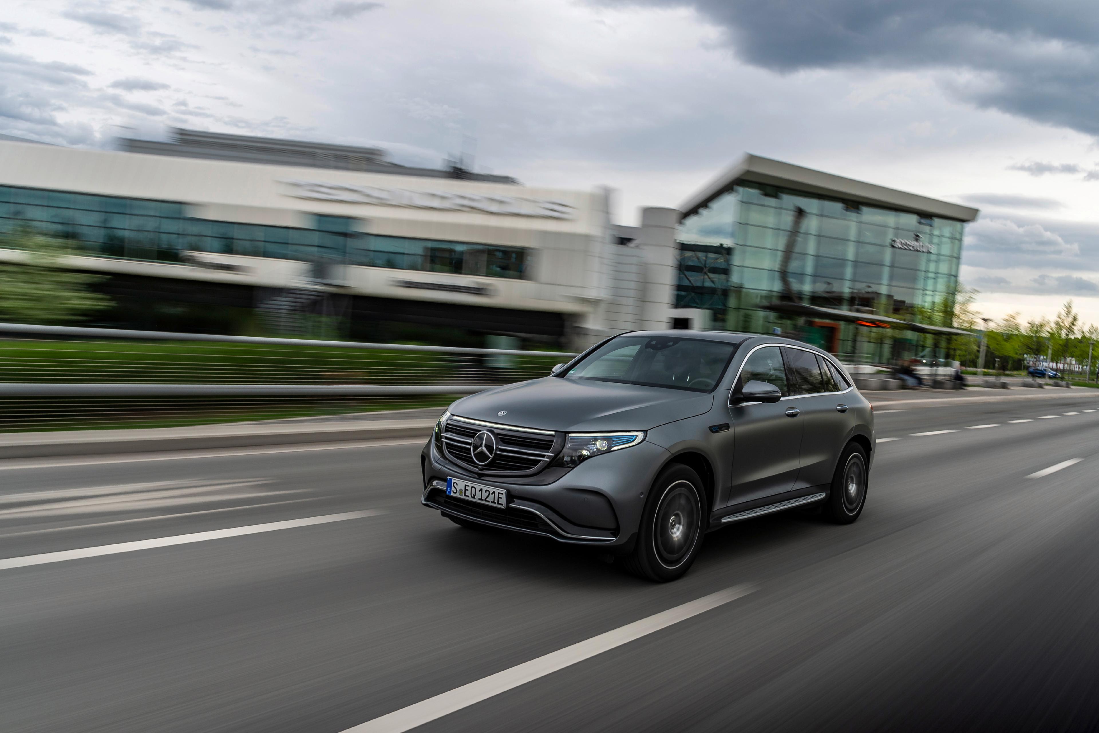 Mercedes-Benz EQC foran