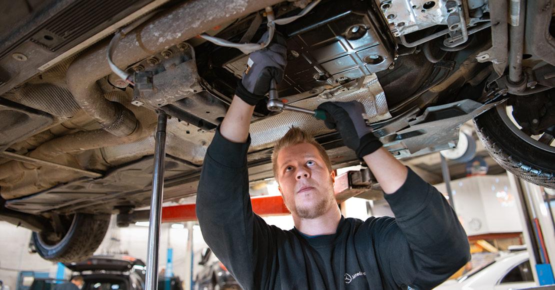 Service på bil hos Bertel O. Steen
