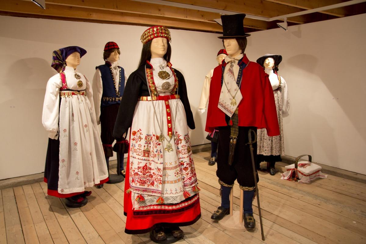 Vest-T brudepar sen 1700