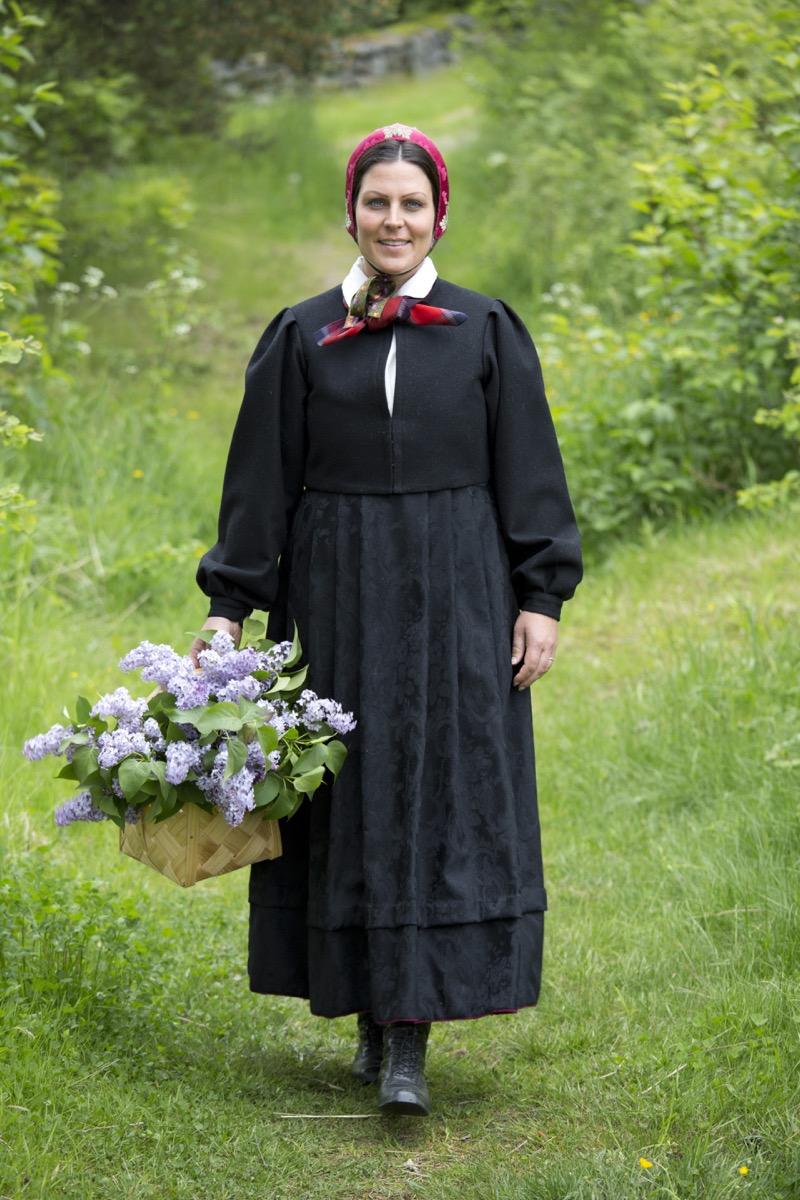 Anne svart trøye 14
