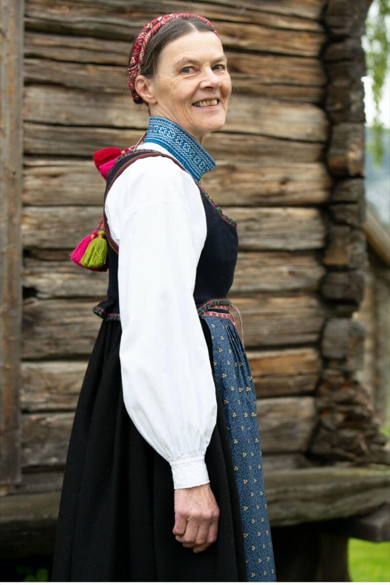 Helga Fahre Bergland i Lundebunad